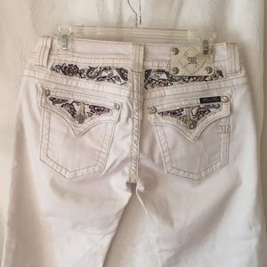 NWT Miss Me white capris with floral details